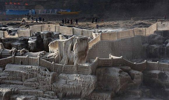 Espectacular imagen de una cascada congelada en China.