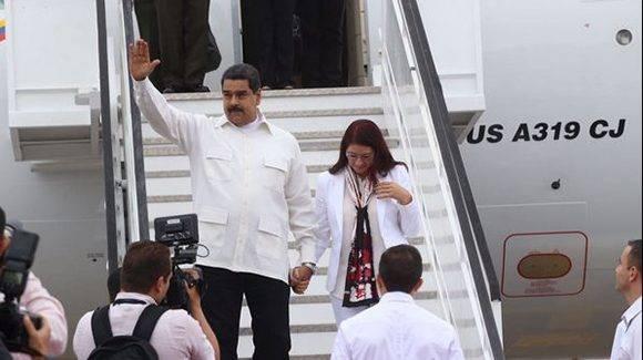 El presidente de Venezuela, Nicolás Maduro, al momento de su arribo a la V Cumbre de la Celac en República Dominicana. Foto: @PresidenciaRD/ Twitter.