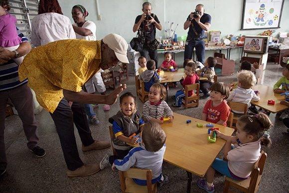 """Danny Glover en el Círculo Infantil """"Canto a la esperanza"""". Foto: Ladyrene Pérez/ Cubadebate."""