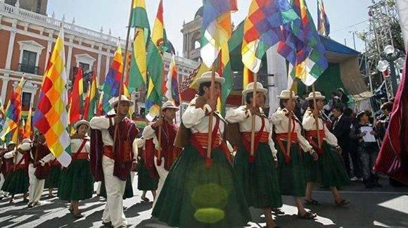 Un colorido desfile de organizaciones sociales se espera este domingo en Bolivia. Foto: ABI.