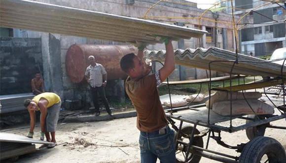 Continúa la adquisición de materiales de construcción en los puntos de venta. Foto: Jorge Luis Merencio/ Venceremos.