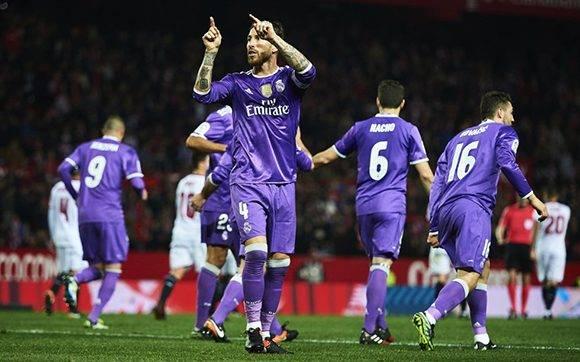 ergio Ramos celebra el segundo gol del Real Madrid CF con sus compañeros. Foto: Aitor Alcalde/ Getty Images.