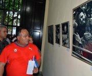 Federico Hernández (C), primer secretario del Partido Comunista de Cuba en Granma, en la inauguración de la exposición fotográfica Por Siempre Fidel, en la ciudad de Bayamo, provincia Granma. Foto: Armando Ernesto Contrera Tamayo.