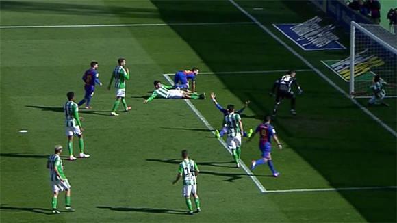 Al Barcelona le anularon un gol perfectamente legal.