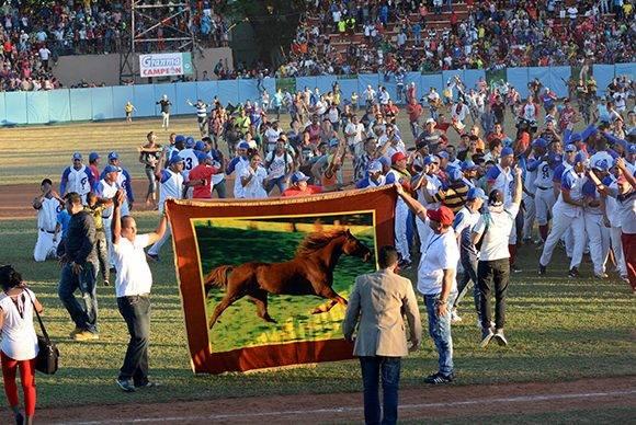 El público saltó al estadio con la victoria. Foto: ACN/ Osvaldo Gutiérrez.