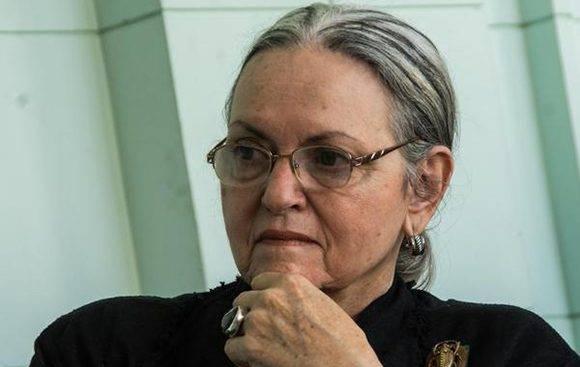 Le otorgan a Isabel Rigol, Premio Nacional de Patrimonio por la Obra de La Vida, en el Museo de Artes Decorativas, en La Habana, el 24 de enero de 2017. ACN FOTO/Marcelino VAZQUEZ HERNANDEZ/