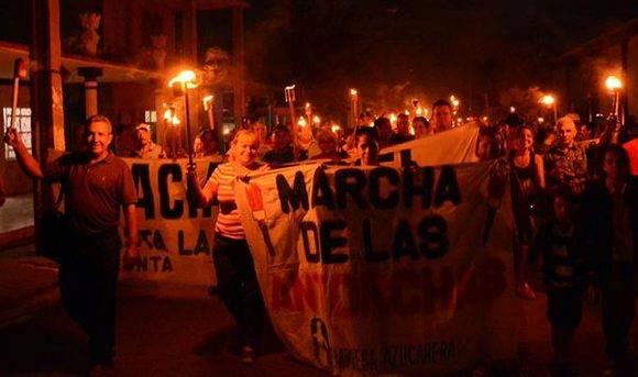Marcha de las antorchas en Ciego de Ávila. Foto: Osvaldo Gutiérrez/ ACN.
