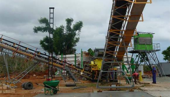 Molino de áridos montado en Maisí. Foto: Jorge Luis Merencio/ Venceremos.
