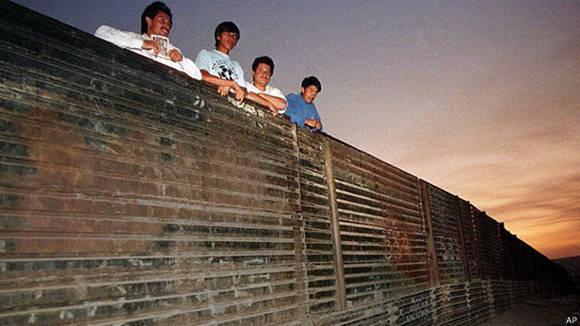 El muro que Trump piensa construir.