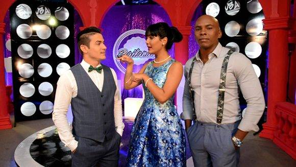Presentadores de Bailando en Cuba. Foto: Página en Facebook de Bailando en Cuba.