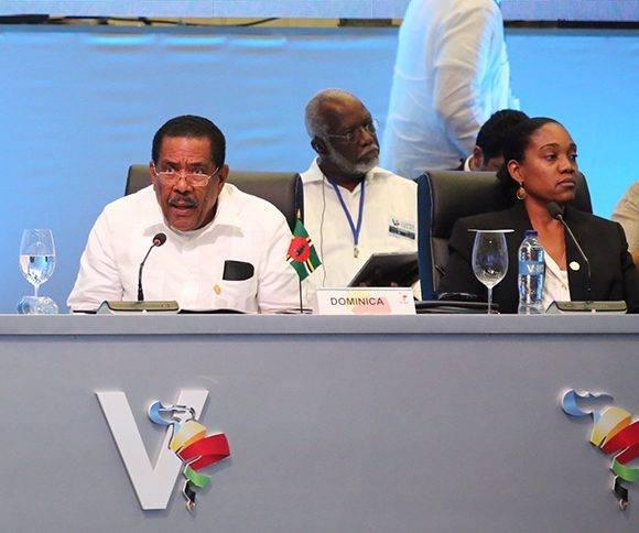 """""""Dominica esta comprometida con la investigación y la preparación para enfrentar los desastres naturales"""", dijo Charles Savarin en la V Cumbre de la Celac. Foto: @PresidenciaRD/ Twitter."""