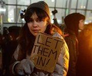 Una mujer protesta en Nueva York contra el veto a los musulmanes de Trump. Foto: Stephanie Keith/ AFP.