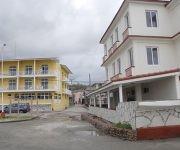 El Hotel La Rusa, en primer plano a la derecha y el Río Miel, totalmente remozados prestan al turismo su acostumbrado servicio de alta calidad. Foto: Leonel Escalona Furones/ Venceremos.