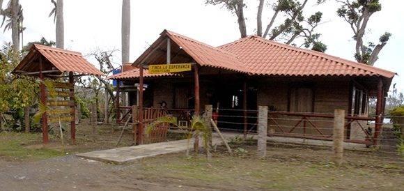 Como esta, en el Consejo Popular de Mabujabo, se construyen en diferentes zonas instalaciones recreativas para el sano esparcimiento de pobladores y visitantes. Foto: Leonel Escalona Furones/ Venceremos.