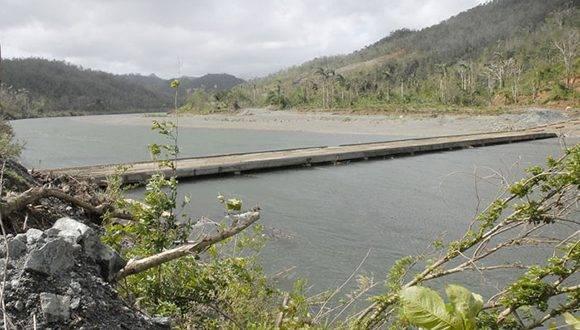 El conocido como Puente de los Coreanos, inutilizado por muchos años, fue puesto en funcionamiento como una de las vías alternativas para la comunicación entre Baracoa y el municipio de Moa, en Holguín. Foto: Leonel Escalona Furones/ Venceremos.
