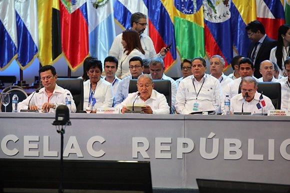 Sánchez Serén, presidente de El Salvador, fue el primero en tomar la palabra en el debate de mandatarios en la Cumbre de la Celac 2017. Foto: @PresidenciaRD/ Twitter.