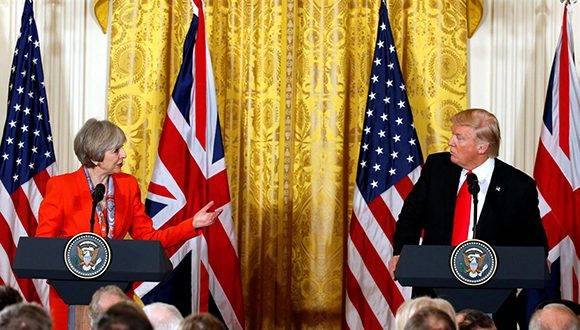 Donald Trump en conferencia de prensa conjunta con Theresa May. Foto: Reuters.