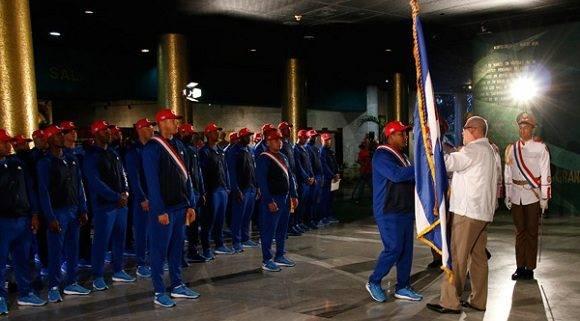 La selección cubana al Clásico Mundial de Béisbol es abanderada en el Memorial José Martí. Foto: Roberto Morejón.
