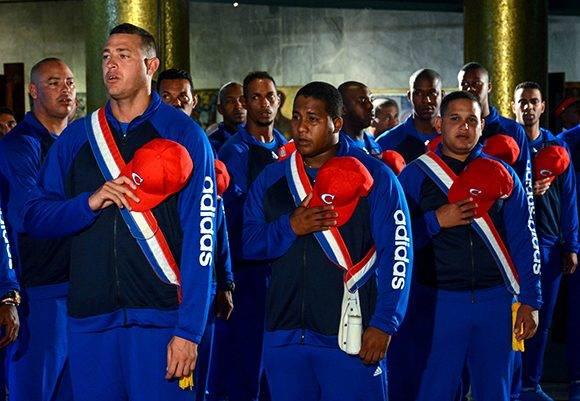Selección Nacional en el acto de abanderamiento, para el IV Clásico Mundial de Béisbol, en el Memorial José Martí, en La Habana, Cuba, el 16 de febrero de 2017. ACN FOTO/ Abel PADRÓN PADILLA/ rrcc