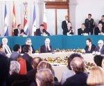 Acuerdo de paz que terminó la guerra civil en El Salvador. Foto tomada de Telesur.