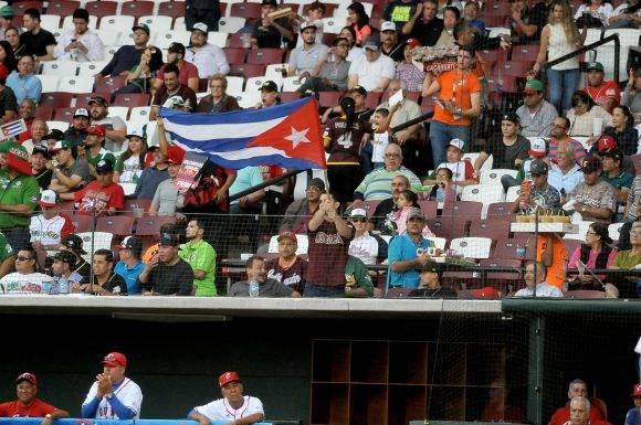 Beisbol-Serie del Caribe-Culiacan segundo partido previa del partido aficionados con los atletas. Foto: Ricardo López Hevia / Granma / Cubadebate