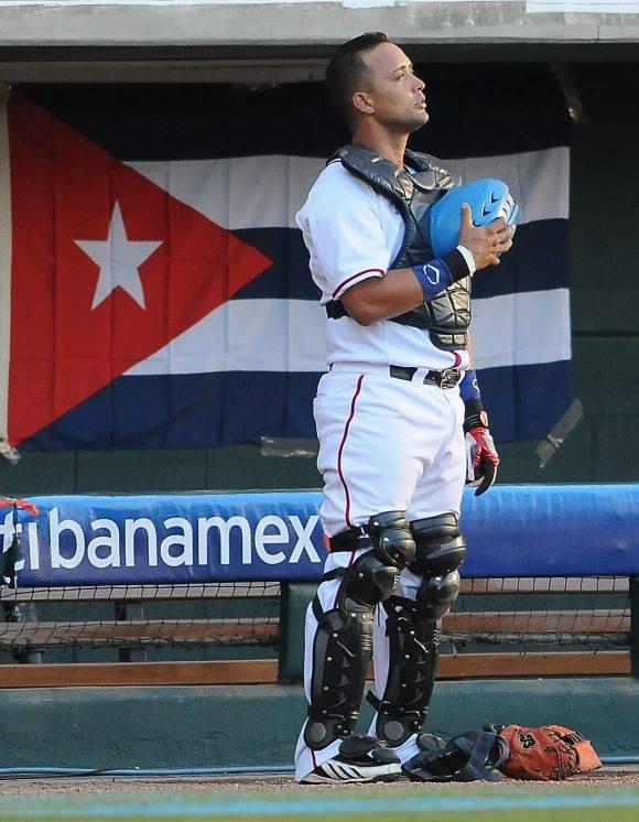 Frank Camilo Morejón, receptor de los Alazanes de Granma en la Serie del Caribe 2017. Foto: Ricardo López Hevia / Granma / Cubadebate