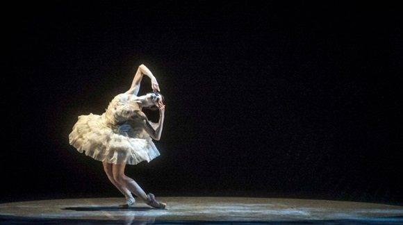 La joven bailarina cubana compartirá escena con prestigiosos bailarines de la compañía anfitriona e invitados del Ballet del Teatro Bolchoi. Foto: Carlos Quesada.