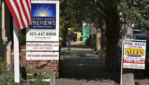 Carteles de viviendas a la venta en San Francisco. Foto: AFP/ Archivo
