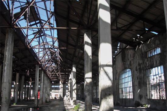 El considerable deterioro de la cubierta ocasionó el cierre de la segunda planta de la edificación hace varias décadas. Su restauración le devolverá el esplendor de sus primeros años. Autor: Roberto Ruiz/ Juventud Rebelde