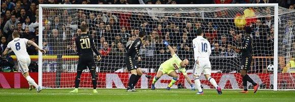 El gol de Toni Kroos puso el juego 2-1. Foto: J.P. Gandúl/ EFE.