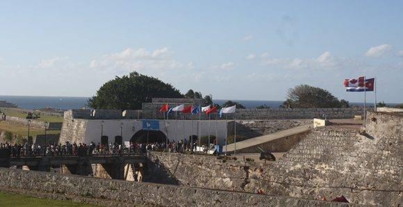 La Feria del Libro tiene como sede principal a la Fortaleza San Carlos de la Cabaña. En esta XXVI edición, el país invitado es Canadá y está dedicada al intelectual cubano, Armando Hart. Foto: José Raúl Concepción/ Cubadebate.