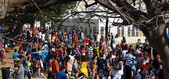 Según datos del comité organizador, el número de ejemplares vendidos superó los 300 mil y más de 415 mil visitantes: acudieron a la Feria Internacional del Libro de La Habana. Foto: José Raúl Concepción/ Cubadebate.
