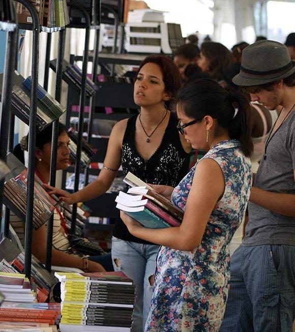 Cada año, millones de libros se ponen a disposición de los visitantes de la Feria. Foto: José Raúl Concepción/ Cubadebate.