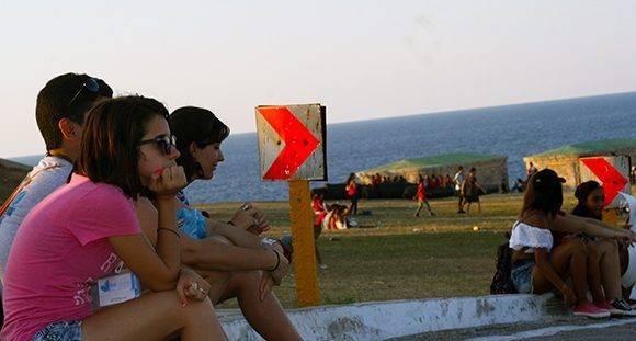 Pensando en la Feria. Foto: Arlet Castillo/ Cubadebate.