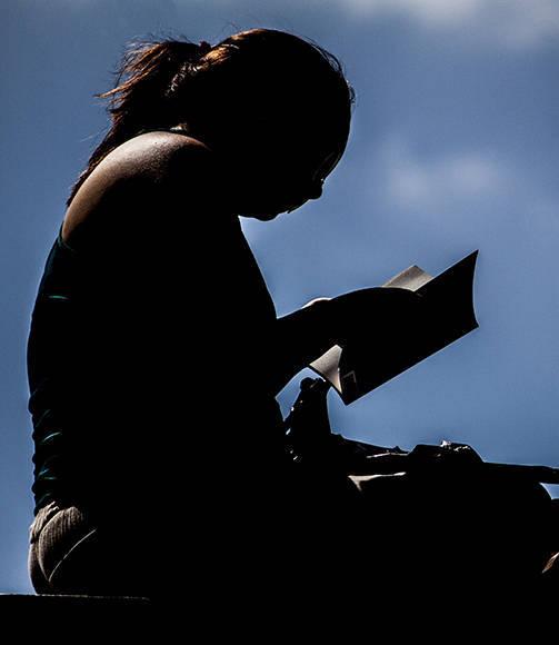 Hay a quienes el sol no les preocupó, mientras tuvieran un buen libro. Foto: L Eduardo Domínguez/ Cubadebate