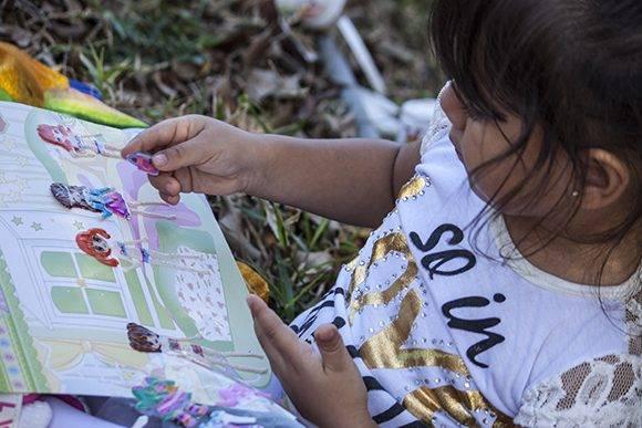 Los niños se apoderaron de las revistas de entretenimiento. Foto: L Eduardo Domínguez/ Cubadebate