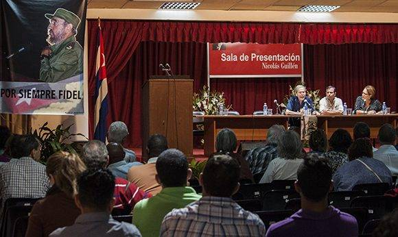 Panel sobre el Fidel humanista. Foto: L Eduardo Domínguez/ Cubadebate