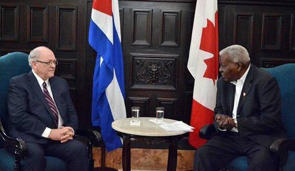 Esteban Lazo (D), presidente de la Asamblea Nacional del Poder Popular, recibió a George Furey, presidente del Senado canadiense, en La Habana, Cuba, el 11 de febrero de 2017. ACN   FOTO/Tony HERNÁNDEZ MENA/ANPP/sdl