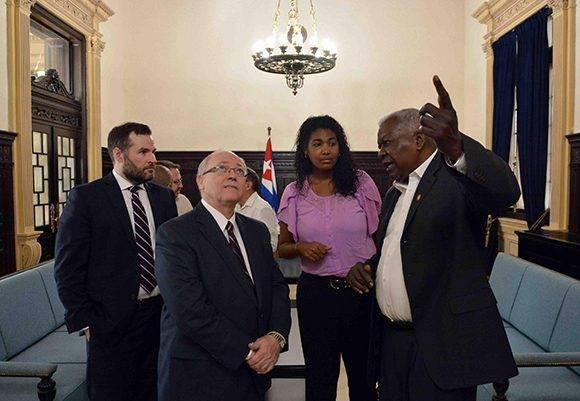 Esteban Lazo, presidente de la Asamblea Nacional del Poder Popular, recibió a George Furey, presidente del Senado canadiense en el Capitolio de La Habana. Foto: ACN/ Tony Hernández.