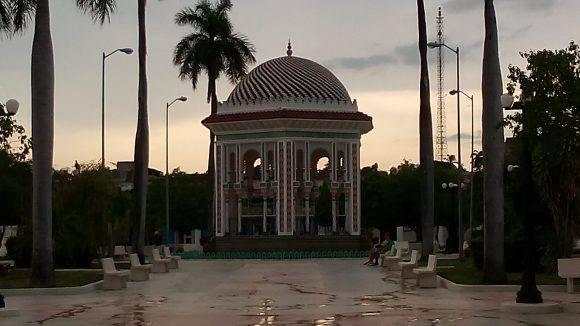Glorieta Morisca del Parque de Manzanillo, después de un aguacero. Foto: MSc Jorge Alexander Bosch Cabrera / Cubadebate