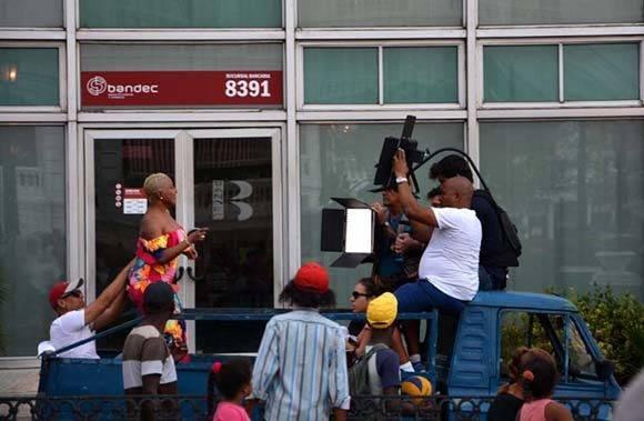 La popular cantante Haila María Mompié graba en Santiago de Cuba su nuevo videoclip. VDC FOTO/Luis Ernesto Ruiz Martínez.