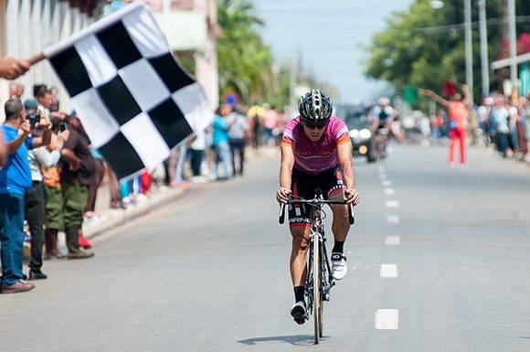 Lázaro A. González, de Artemisa, gana la 10ma etapa Matanzas-Artemisa (166 km) del IV Clásico Nacional de Ciclismo de ruta, el viernes 24 de febrero de 2017. FOTO de Calixto N. Llanes/Juventud Rebelde (CUBA)