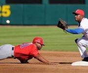 Beisbol-Serie del Caribe-Culiacan segundo partido previa del partido aficionados con los atletas. Jugada en segunda base Alexander Ayala.  Foto: Ricardo López Hevia / Granma / Cubadebate