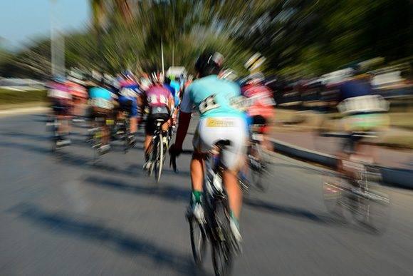 Ciclistas pedalean durante la 7ma etapa Ciego de Ávila-Topes de Collantes (167 km) del IV Clásico Nacional de Ciclismo de ruta, el lunes 20 de febrero de 2017. Foto: Calixto N. Llanes/ Juventud Rebelde
