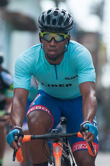 Onel Santaclara, de Guantánamo, gana meta volante en Trinidad durante la 7ma etapa Ciego de Ávila-Topes de Collantes (167 km) del IV Clásico Nacional de Ciclismo de ruta, el lunes 20 de febrero de 2017. Foto: Calixto N. Llanes/ Juventud Rebelde