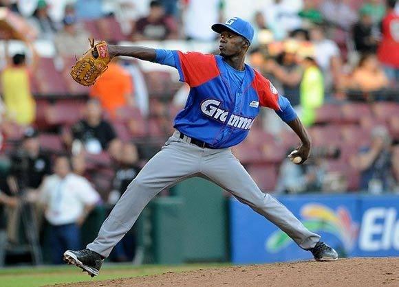 Liván Moinelo salvó el juego en otro estupendo relevo en Serie del Caribe. Foto: Ricardo López/ Granma/ ACN.