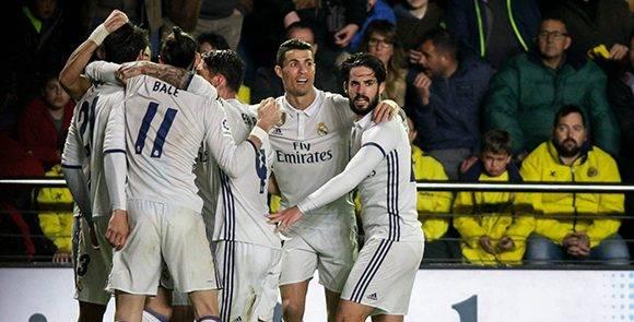 Los jugadores del Madrid celebran el gol de Morata, que le dio el espectacular triunfo ante el Villarreal. Foto: Biel Alino/ AFP.