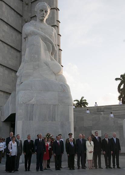 Michael Higgins rinde honores a Martí. Foto: Ladyrene Pérez/ Cubadebate.