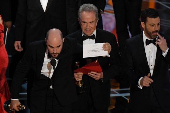 Muestran el sobre correcto tras la rectificación del error. Foto tomada de El País.