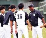 Omar Linares es ahora el entrenador de bateo de los Dragones de Chunichi, en la Liga Profesional de Béisbol de Japón